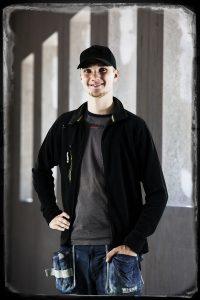Adrian Cedergren, Träarbetarlärling